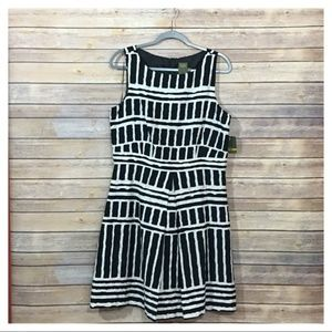 NWT Taylor Block Dress in Black-White - 14